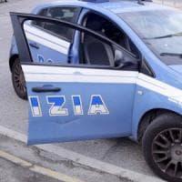 Roma, bloccata nel traffico rischia di partorire in macchina: scortata in