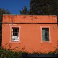 Roma, dopo il Parco della Caffarella vandalizzato anche  il casale rosso a Villa Pamphilj