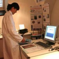 Roma, inciampa nella porta scorrevole dopo rapina farmacia: identificato