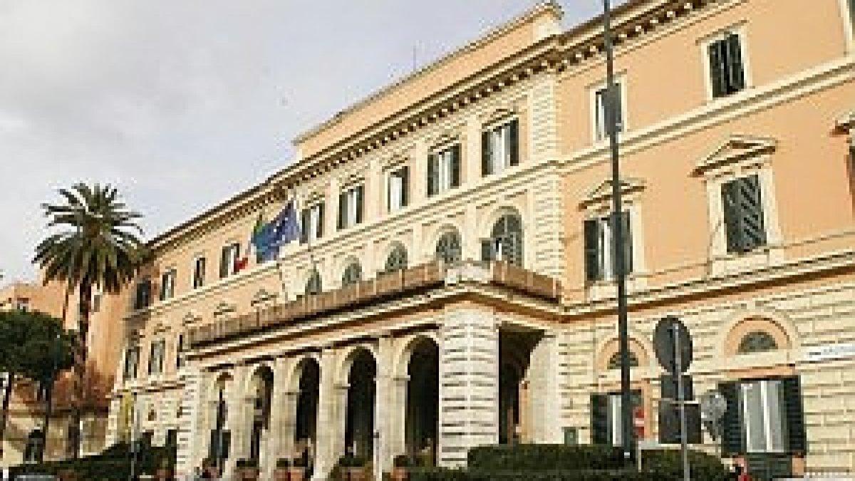 Roma si finge medico e molesta una donna nella galleria for Immobili c1 roma