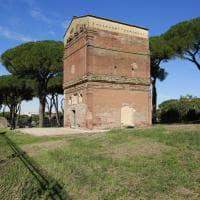 Roma, figure mitologiche e animali tra gli affreschi scoperti nella tomba Barberini