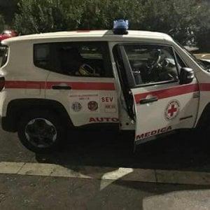 Roma, ladri sfondano il vetro di un'automedica e rubano la borsa dell'infermiera