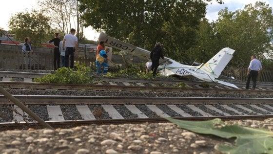 Aereo Privato Torino : Roma aereo da turismo cade sui binari dell alta velocità