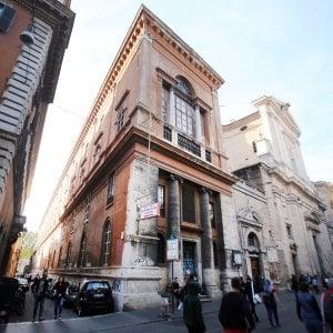"""Roma, caso San Giacomo: l'ospedale fantasma chiuso da dieci anni. """"Qui niente alberghi"""""""