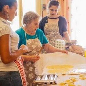 Palombara Sabina, nonna Nerina, 81 anni,  la regina della pasta fresca
