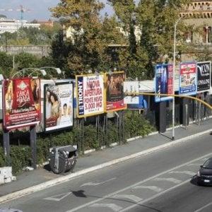 Roma, pronto il piano del Comune per i cartelloni pubblicitari: via metà degli impianti