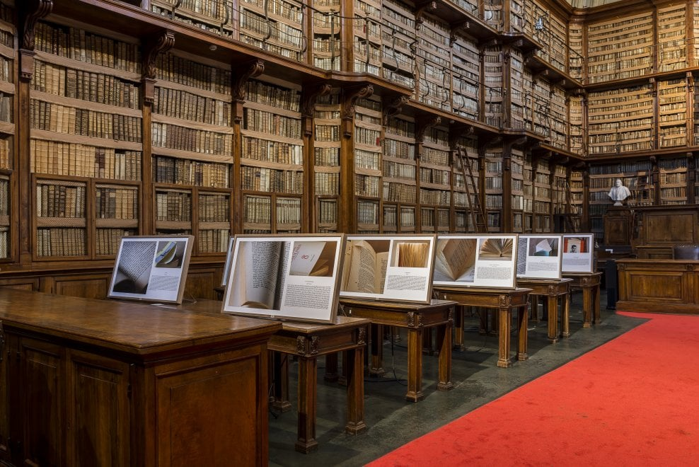 Alla Biblioteca Angelica di Roma le foto in mostra di Marguerite de Merode raccontano i libri del cuore