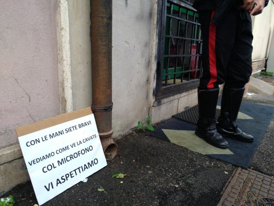 Giornalista aggredito a Ostia, sit in giornalisti davanti a palestra Spada