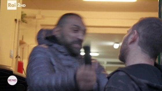 Giornalista aggredito a Ostia, indagine sui complici di Spada