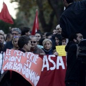 """Giornalista aggredito, corteo a Ostia. Spada resta in carcere e si difende: """"Sono stato provocato"""""""