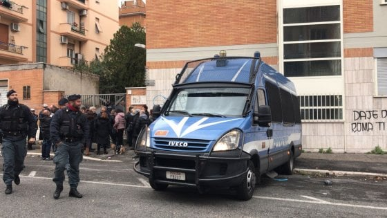 Roma, sgomberato stabile di proprietà del Comune a Centocelle