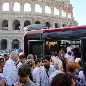 Roma, palpeggiata sul bus: per la Cassazione è violenza sessuale