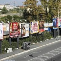Roma, via libera al piano cartelloni: impianti dimezzati in città