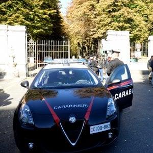 """Roma, """"questo marciapiede è mio"""": lo aggrediscono e rapinano mentre chiede elemosina. Arrestati"""