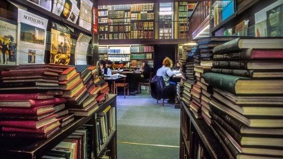 Roma, Palazzo Venezia sos libri. La biblioteca d'arte trasloca. E rischia di sparire