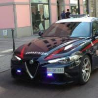 Roma, scavalcano i tornelli della metro e prendono a testate carabiniera