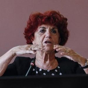 """Roma, la ministra Fedeli sul video hard al Virgilio: """"Preoccupante"""". Studenti: """"Noi insultati da media"""""""