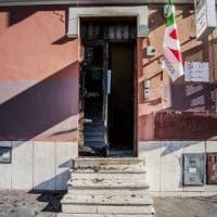 Incendio nel circolo pd di Ostia, una persona ripresa dalle telecamere