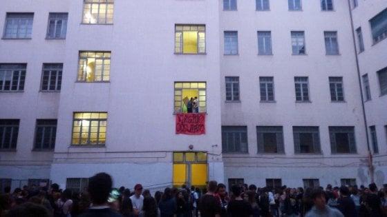 """Liceo Virgilio a Roma, scontro preside-studenti: """"Potremmo querelarla"""". Rutelli: """"Tolsi mia figlia, c'era stanza canne"""""""
