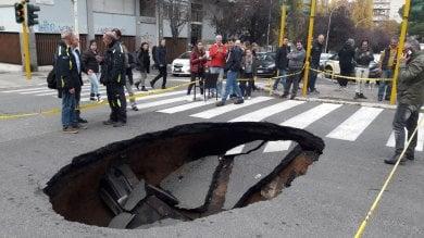 """Montagnola, voragine si apre in strada I residenti: """"Un boato all'improvviso"""""""