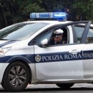 Roma, auto travolge coppia coniugi sulla Laurentina:  muore uomo di 66anni
