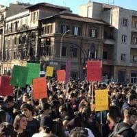 Roma, studenti in corteo verso il Miur: