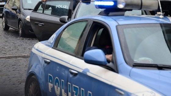 Roma, aizza il cane contro gli agenti di polizia: arrestato