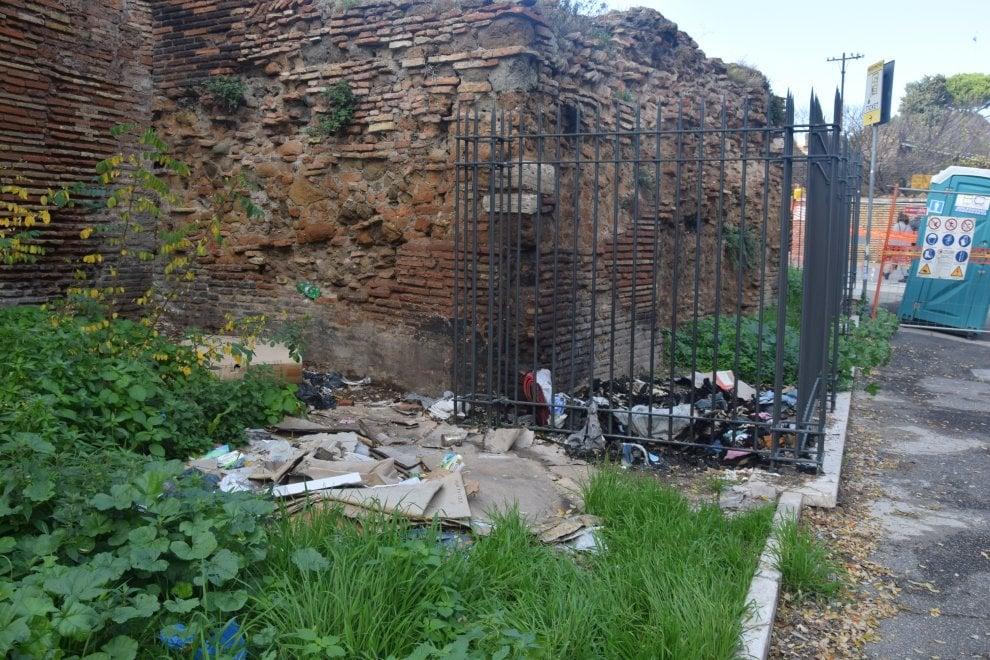 """Roma, degrado Mura Aureliane. L'appello dei comitati: """"Basta abbandono e immondizia"""""""