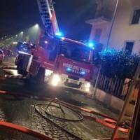 Roma, incendio a Torre Angela: muore in ospedale uomo di 74 anni