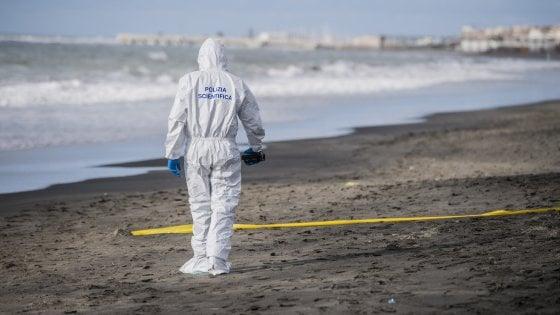Ostia, trovato in spiaggia il cadavere di un uomo