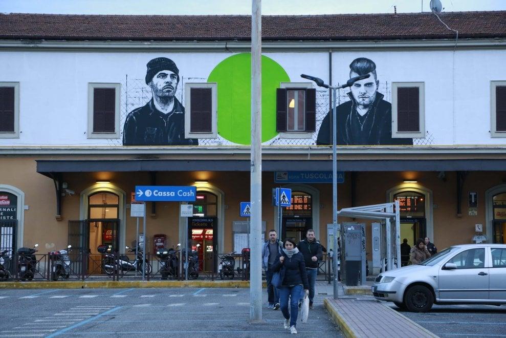 Roma, sulla stazione Tuscolana compare il murales di Gomorra