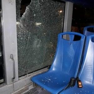 Roma, sassi contro bus di Primavalle. Passeggera ferita agli occhi