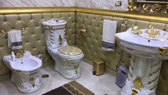 Roma bagni d 39 oro stile gomorra sfarzo e kitsch nelle - Accessori da bagno di lusso ...
