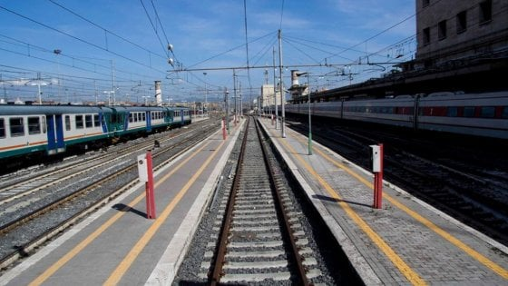 Roma, si chiudono le porte del treno ma il bimbo nel passeggino resta a terra: trovato dalla polizia