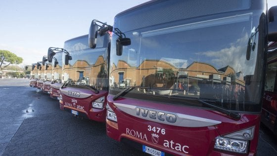 Roma, piano trasporti per Natale: dall'8 dicembre navetta shopping in centro, potenziati bus e metro