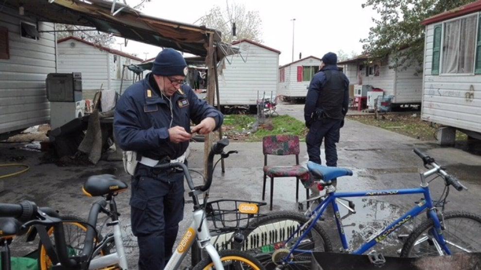 Roma, le bici rubate di Obike Sharing ritrovate nel campo nomadi di via di Salone