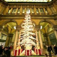 Roma, oro e palline rosse per l'albero
