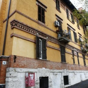 Roma, a San Saba nelle case del Campidoglio B&B e prostitute