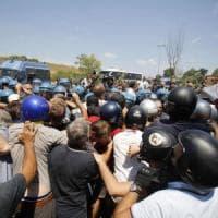 Roma, scontri con la polizia durante rivolta anti migranti: condannati 9
