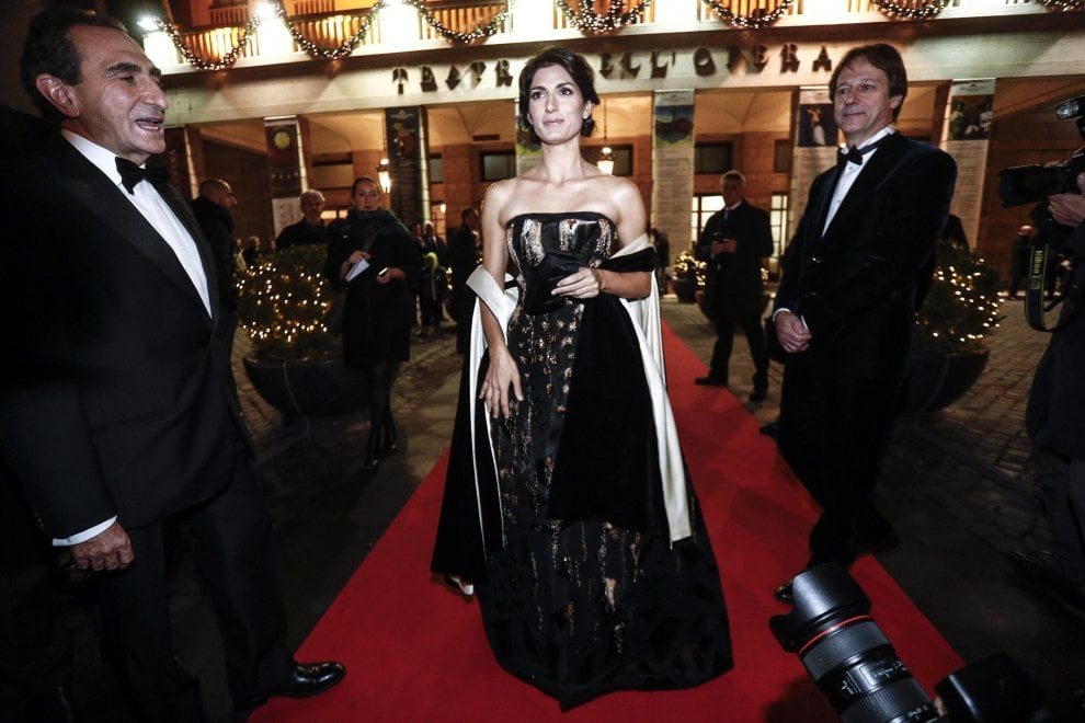 Roma, prima dell'Opera: Virginia Raggi sul red carpet
