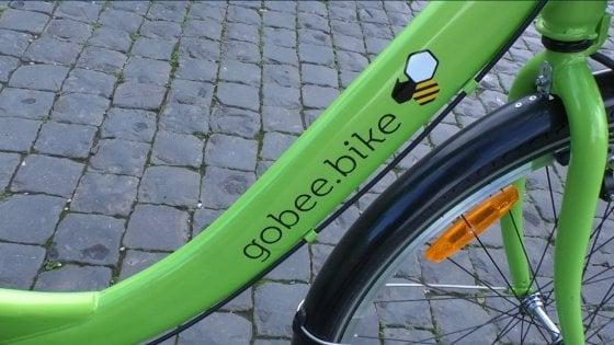 Roma, arrivano le bici verdi: al via nuovo bike sharing a flusso libero