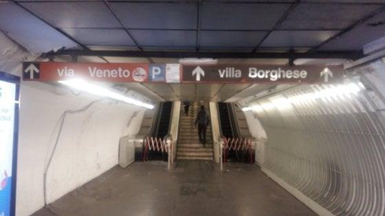 """Roma, guaste le scale mobili di piazza di Spagna. Atac: """"Siamo in attesa di pezzo di ricambio"""""""