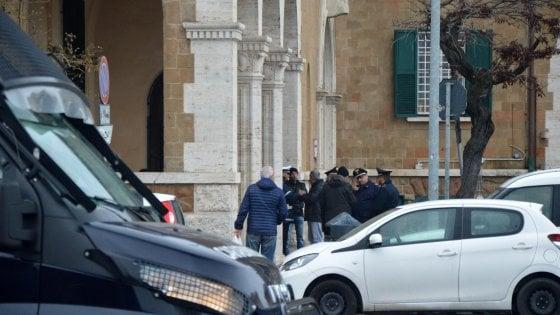 Ostia, filmato mentre prende mazzette: arrestato per corruzione dirigente del Municipio assieme a due imprenditori