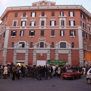 Occupazione dell'ex cinema Palazzo, intellettuali e artisti si mobilitano contro il processo