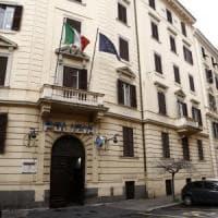 Roma, la molotov contro il commissariato di Prati: s'indaga su anarchici