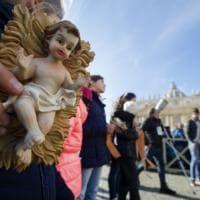 Roma, in piazza San Pietro papa Francesco benedice i 'bambinelli