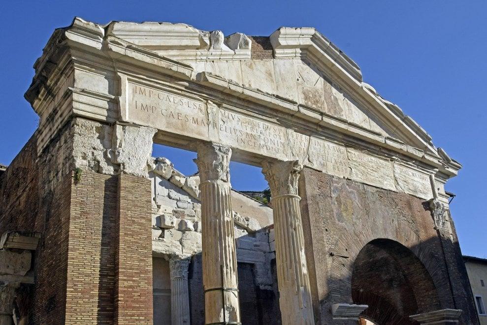 Roma, via le impalcature: Portico d'Ottavia torna al suo splendore