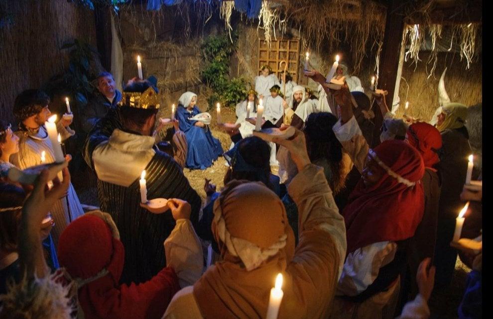 Betlemme rinasce dentro Porta Asinaria, piazzale Appio s'illumina col presepe vivente