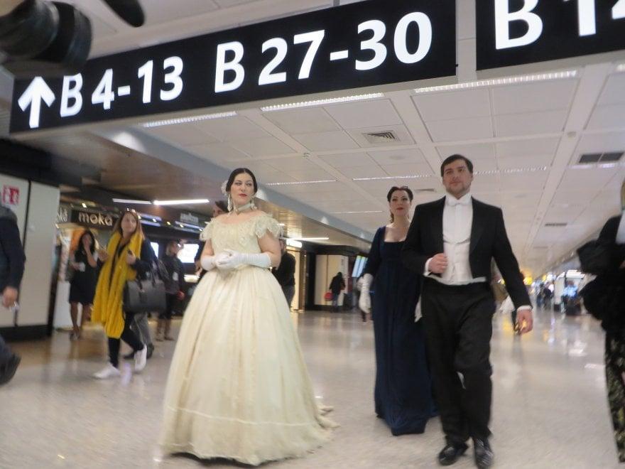 Fiumicino, la Traviata in flashmob: l'opera ora si ascolta al gate