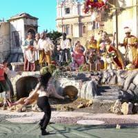 Roma, blitz delle Femen: tentano di prendere bambinello a San Pietro